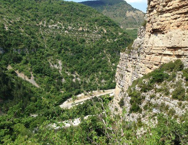 Les_Falaises_de_Remuzat_Parc_Naturel_Regional_des_Baronnies,_France_randonnée_autour_du_Rocher_du_Caire